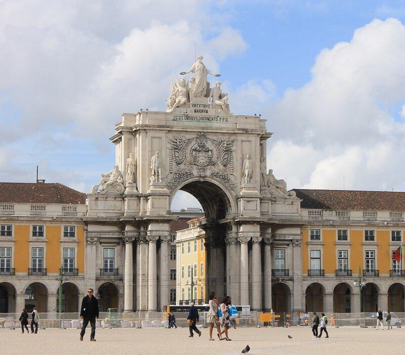 Лиссабон. Торговая площадь, Праса ду Комерсиу.  Триумфальня арка. Praça do Comércio..  Triumphal arch