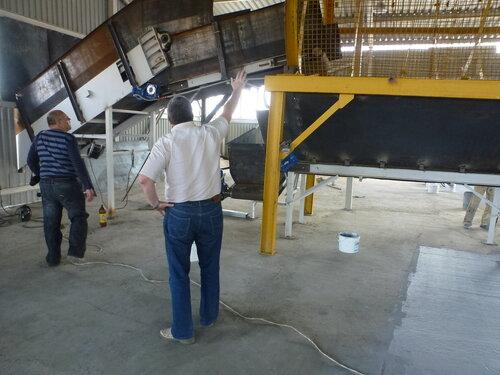 Мусоросортировочный завод в Копейске -  приемный конвеер