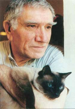 Помню этого кота - интервью как-то брали у Армена Джигарханяна дома, там он и познакомил всех со своим котом.