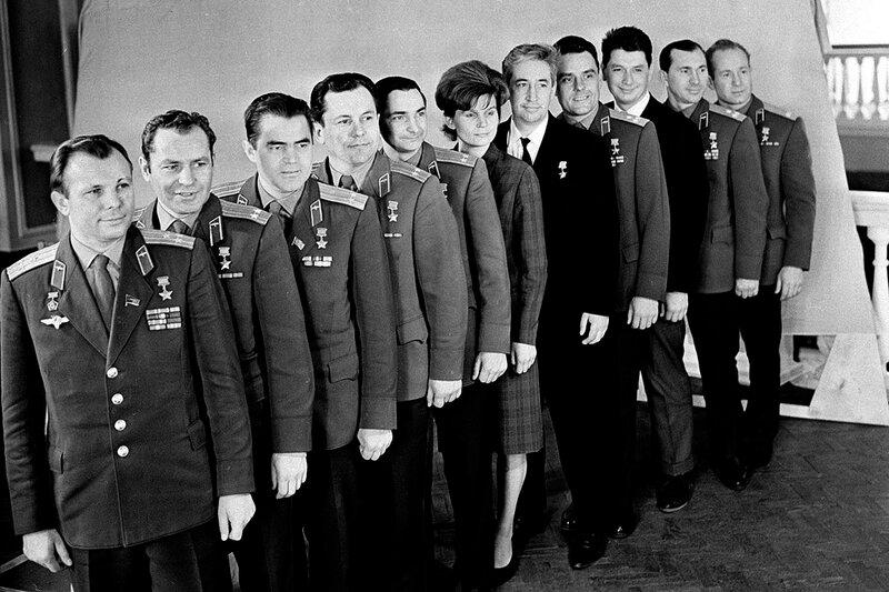 Почему советских астронавтов назвали космонавтами?