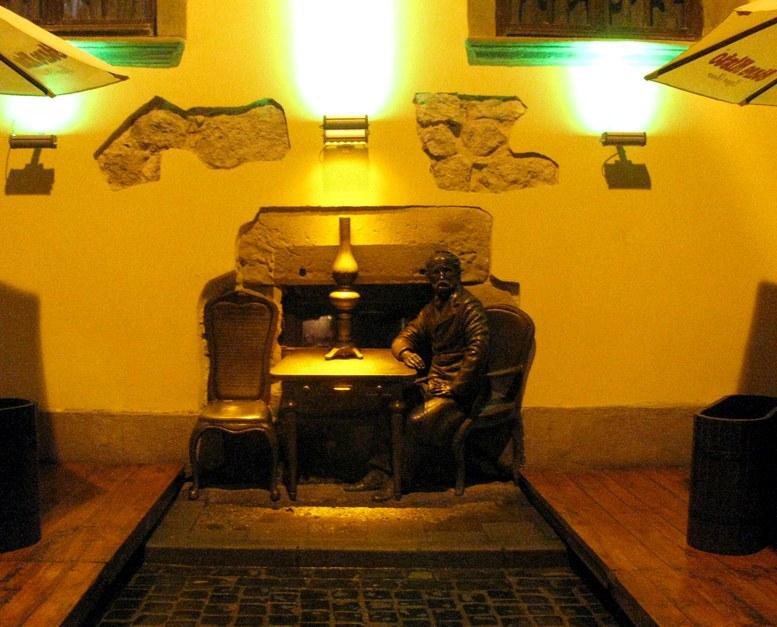 Львов - памятник изобретателю керосиновой лампы