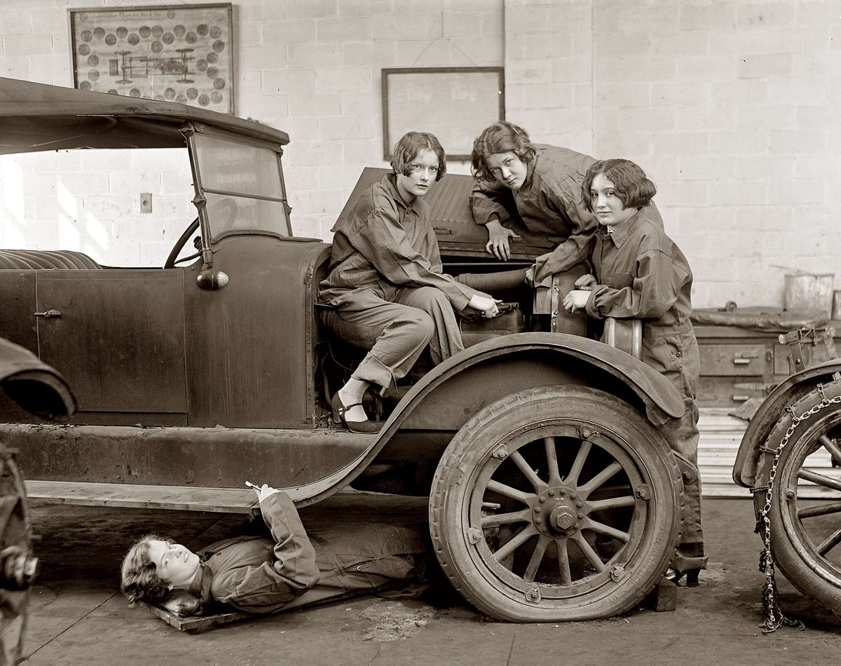 Автомобили и девушки начала 20-го века на снимках американских фотографов (34)