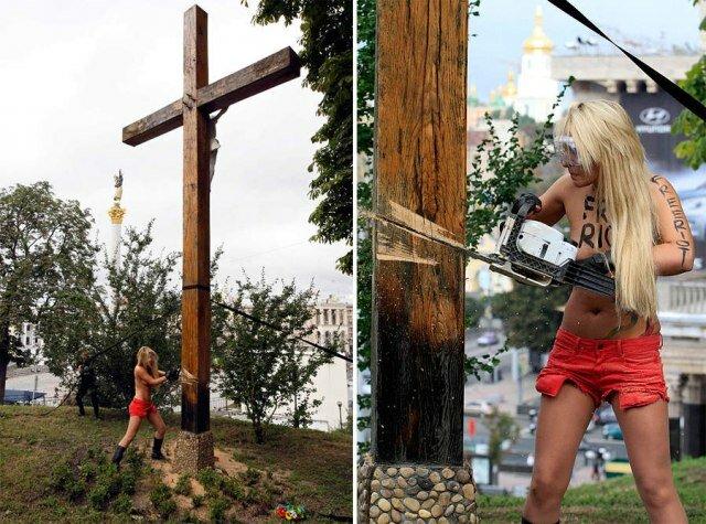 Активистки FEMEN спилили крест над майданом Незалежности
