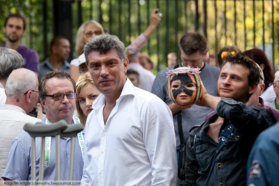 Немцов и кукла в терновом венце