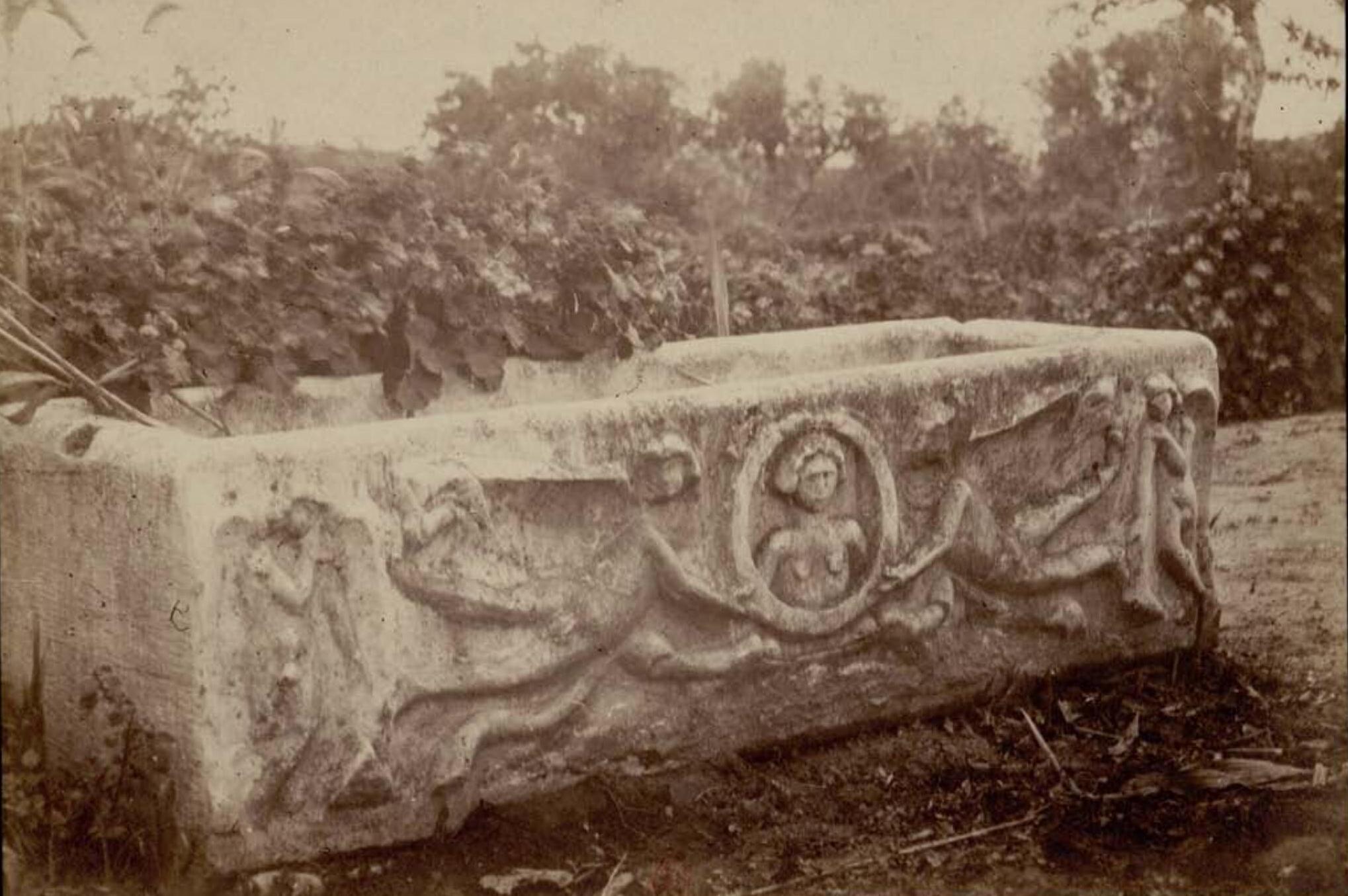 Карфаген. Резной саркофаг
