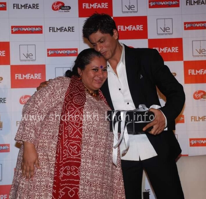 Shahrukh Khan & fan - Launches Filmfare Magazine Bollywood Sargam interview - december 2008