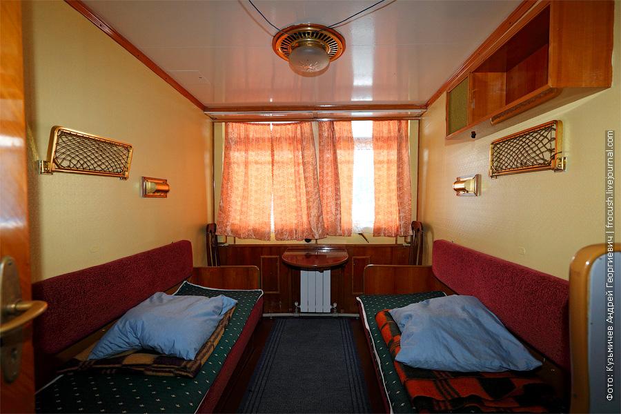 Двухместная одноярусная каюта с умывальником №27 на средней палубе теплохода. теплоход Г.В.Плеханов