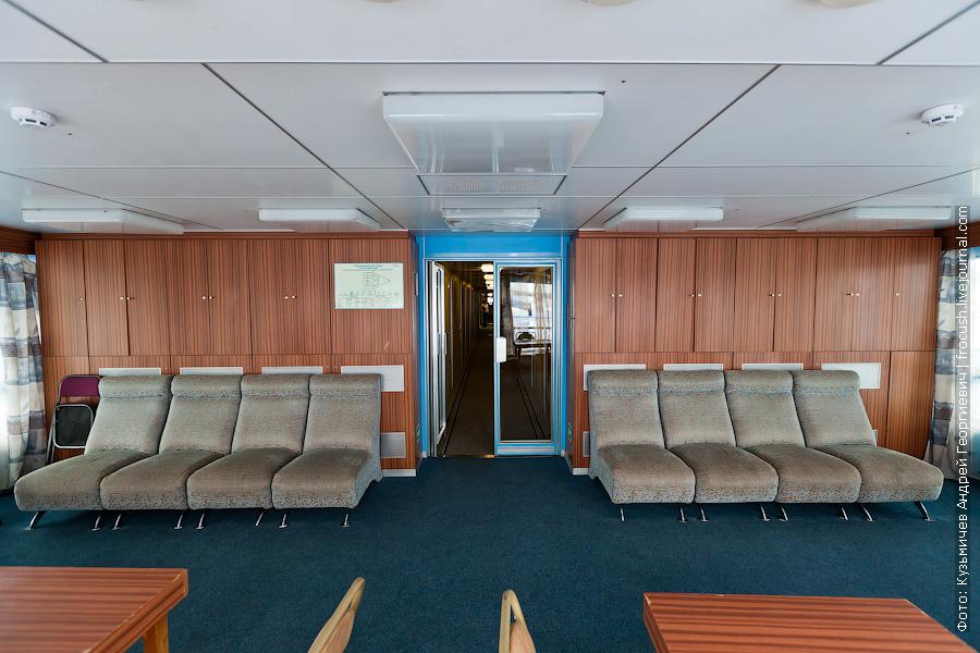 Читальный салон на средней палубе изнутри теплоход Фрунзе