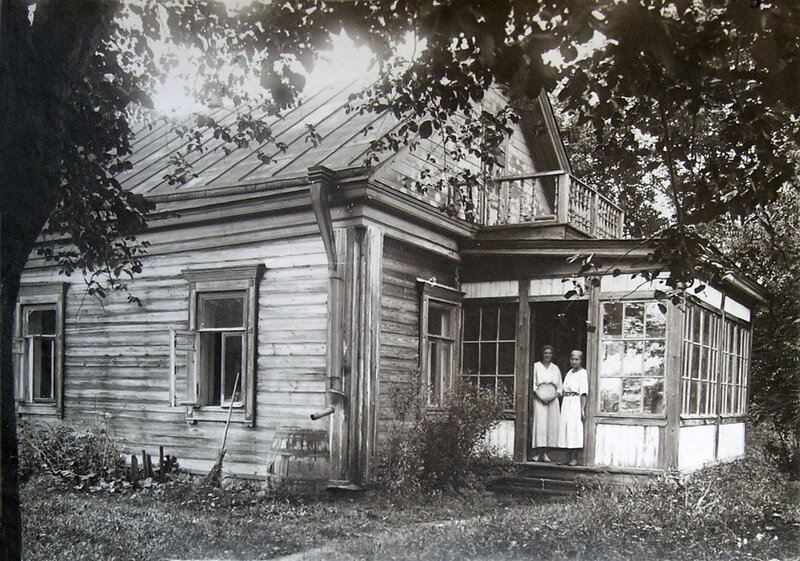 Women at a dacha in Darino, 1920-30's.
