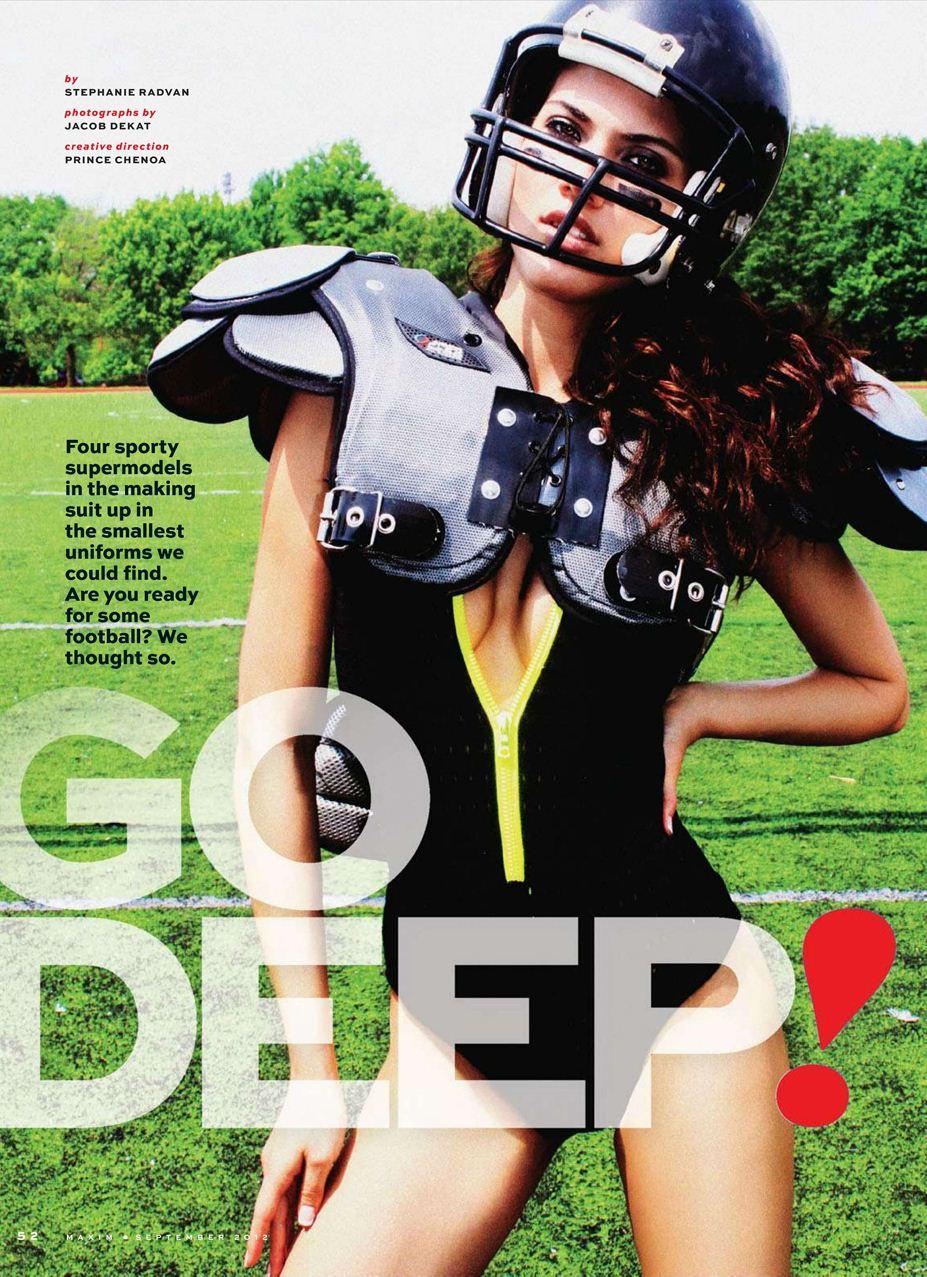 Соблазнительные девушки демонстрируют красоту американского футбола в журнале Maxim USA, сентябрь 2012