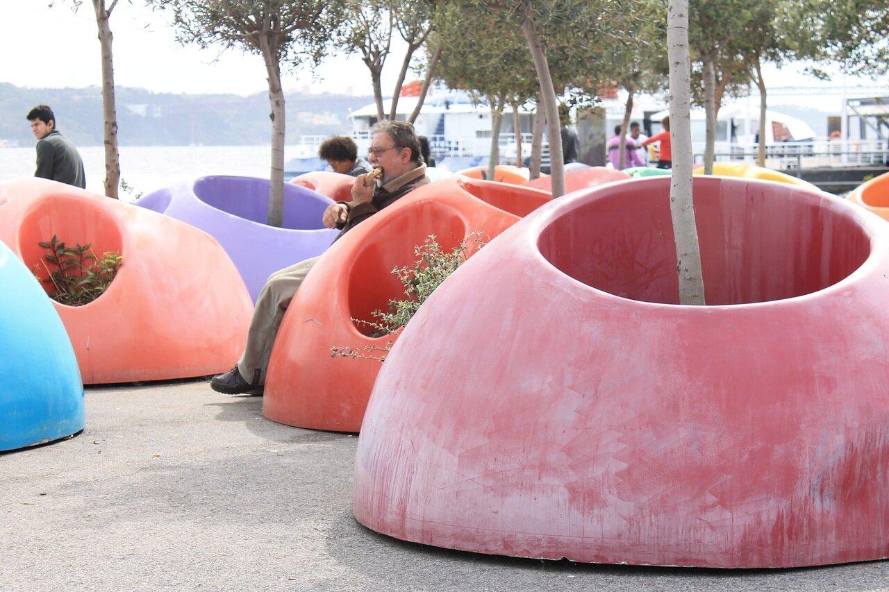 Лиссабон. Набережная Кайш ду Содре. Lisbon Cais do Sodré waterfront