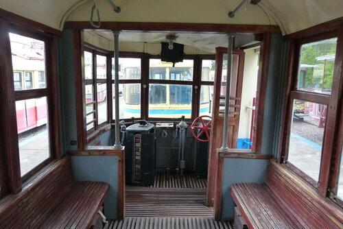 Реостат и тормоз - все что нужно для управление трамваем