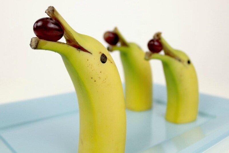 Как красиво подать на стол бананы   фигурки собак, дельфинов и других животных