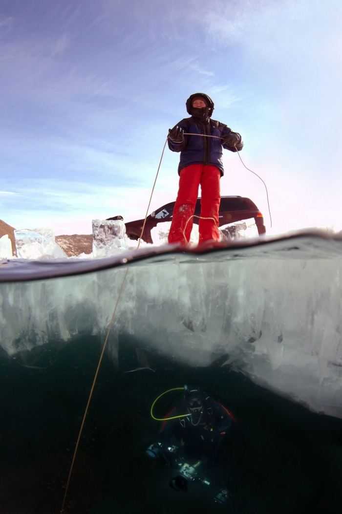 Погружение под лед Байкала