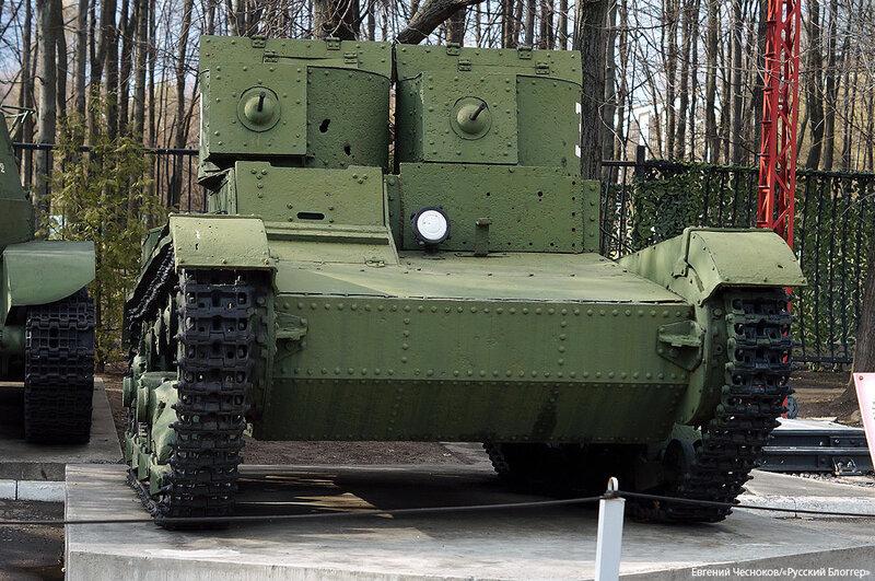 13. Музей ВОВ. 21.04.15.63.танк Т-26 двухбаш 1931-1933.jpg