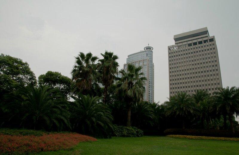 Сквер среди небоскребов