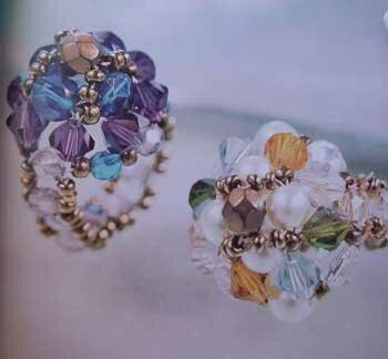 Кольца из бисера и бусин.  Оригинальные модели изысканных украшений.