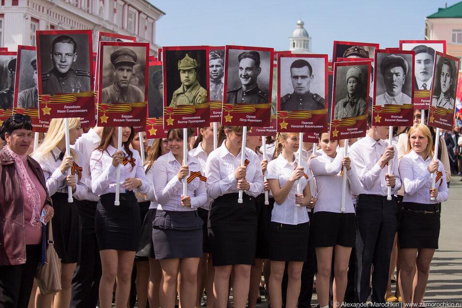 Колонна с портретами Героев Советского Союза
