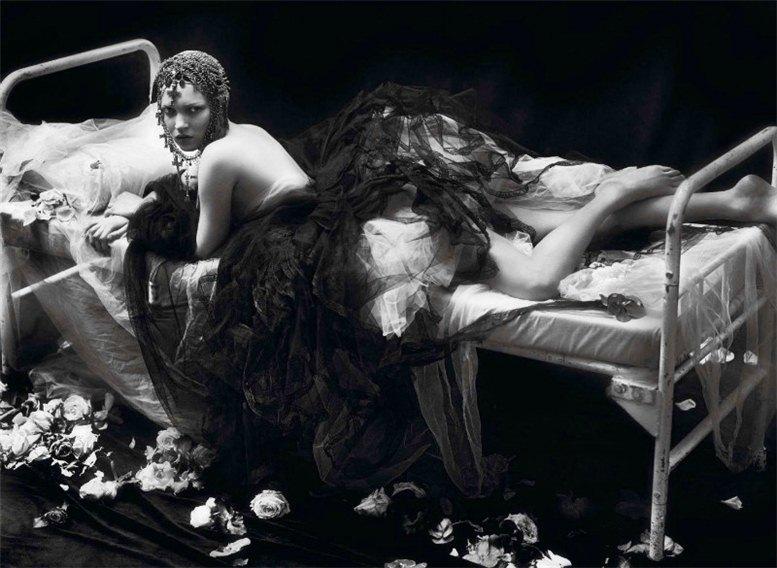 Kate Moss and Saskia De Brauw / Кейт Мосс и Саския де Броу в журнале Vogue Paris, сентябрь 2012 / фотографы Mert and Marcus