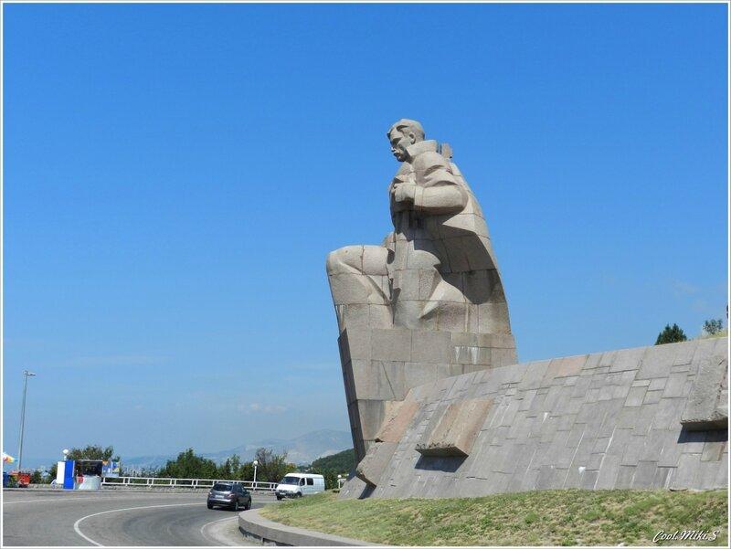 Памятник морякам революции.