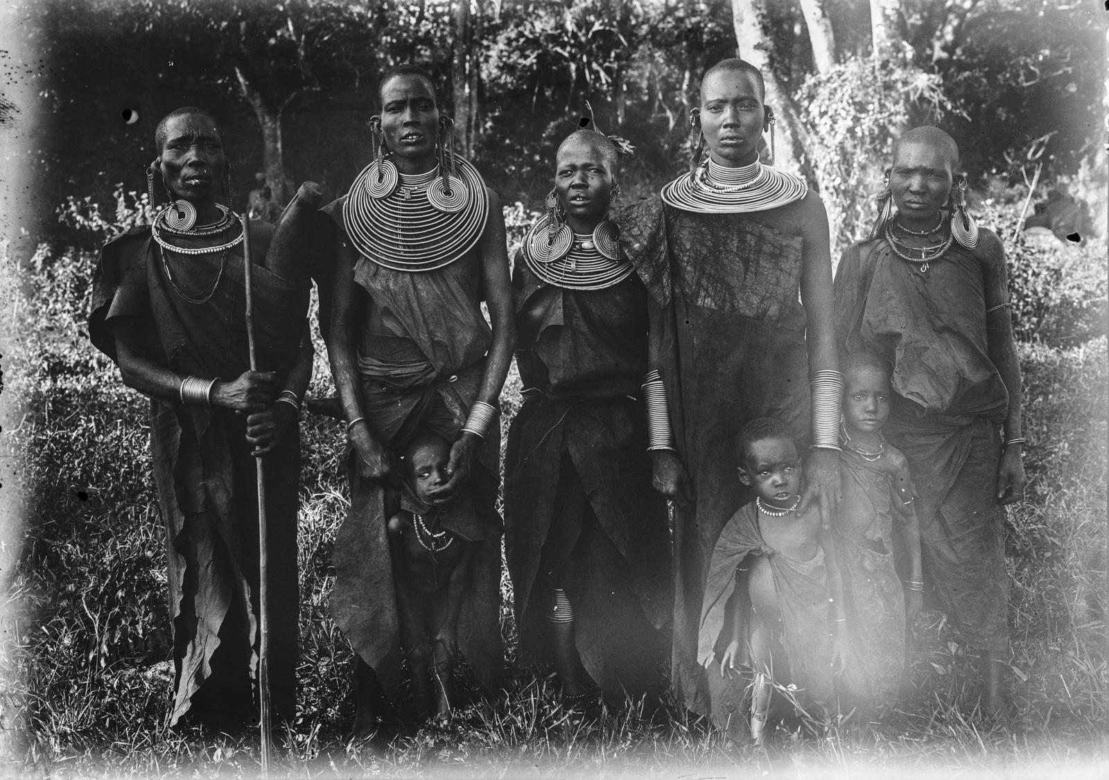 239. Женщины и дети масаев