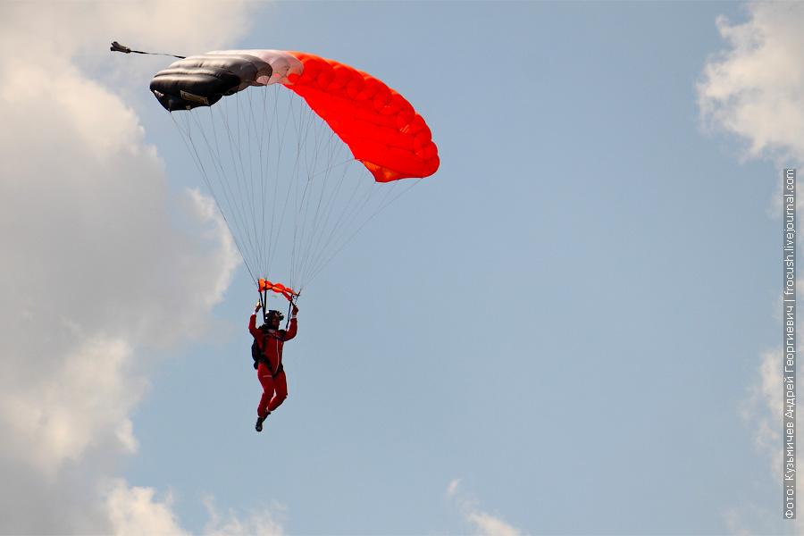парашютисты. женщина. 100 лет ВВС