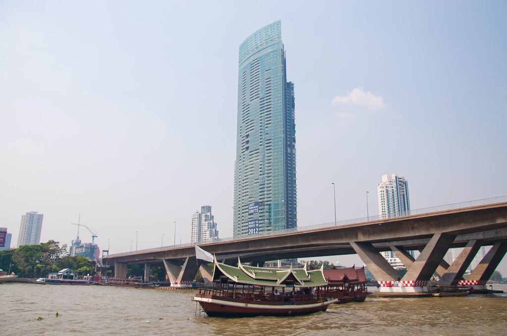 Бангкок, вид на небоскребы с реки