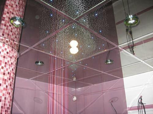 По желанию вы можете скомбинировать зеркальный потолок со вставками из матового стекла или расположить его сразу в...