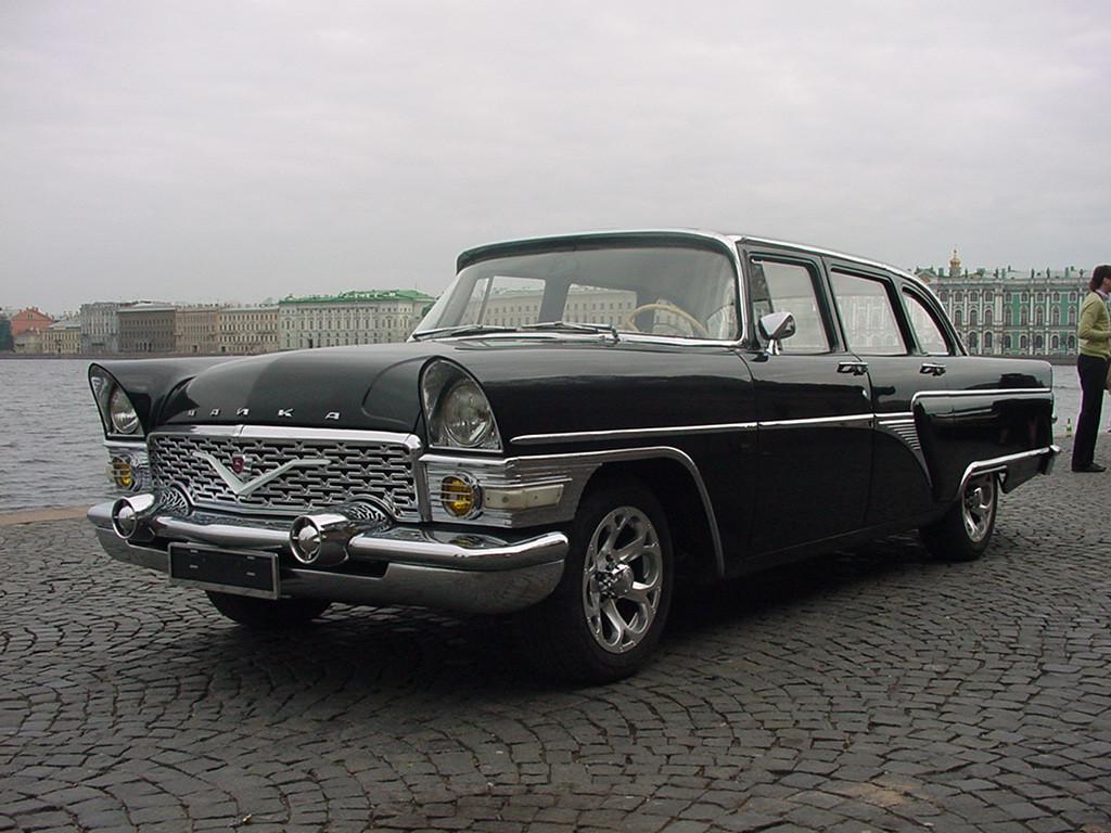 Знаменитый «членовоз» (потому что возил членов ЦК партии), в отличии от других представительных авто