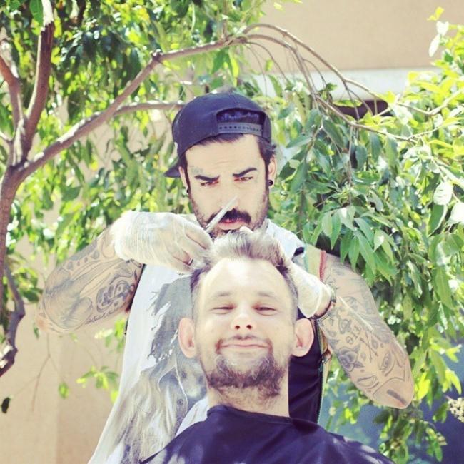 27-летний Назир Собхани, известный под псевдонимом The Streets' Barber, работает парикмахером. 6дне