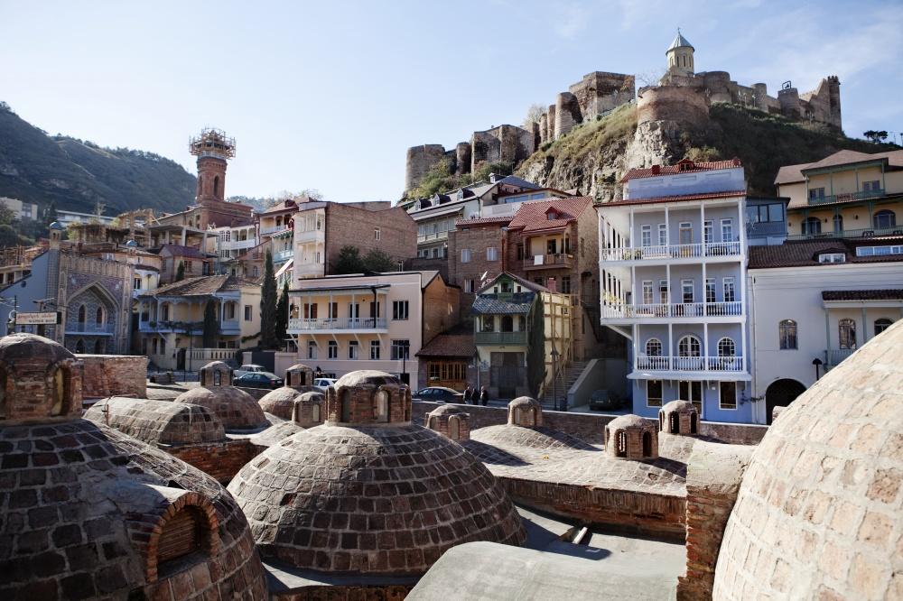 Знаменитые серные бани встарой части города.