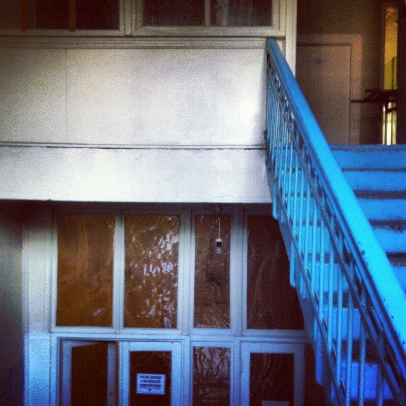 Лестница в голубом