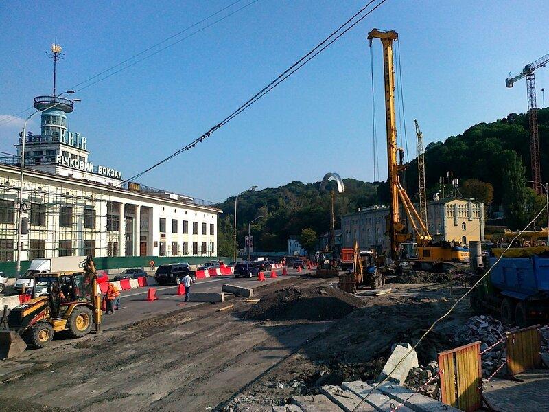 Работы по реконструкции Почтовой площади