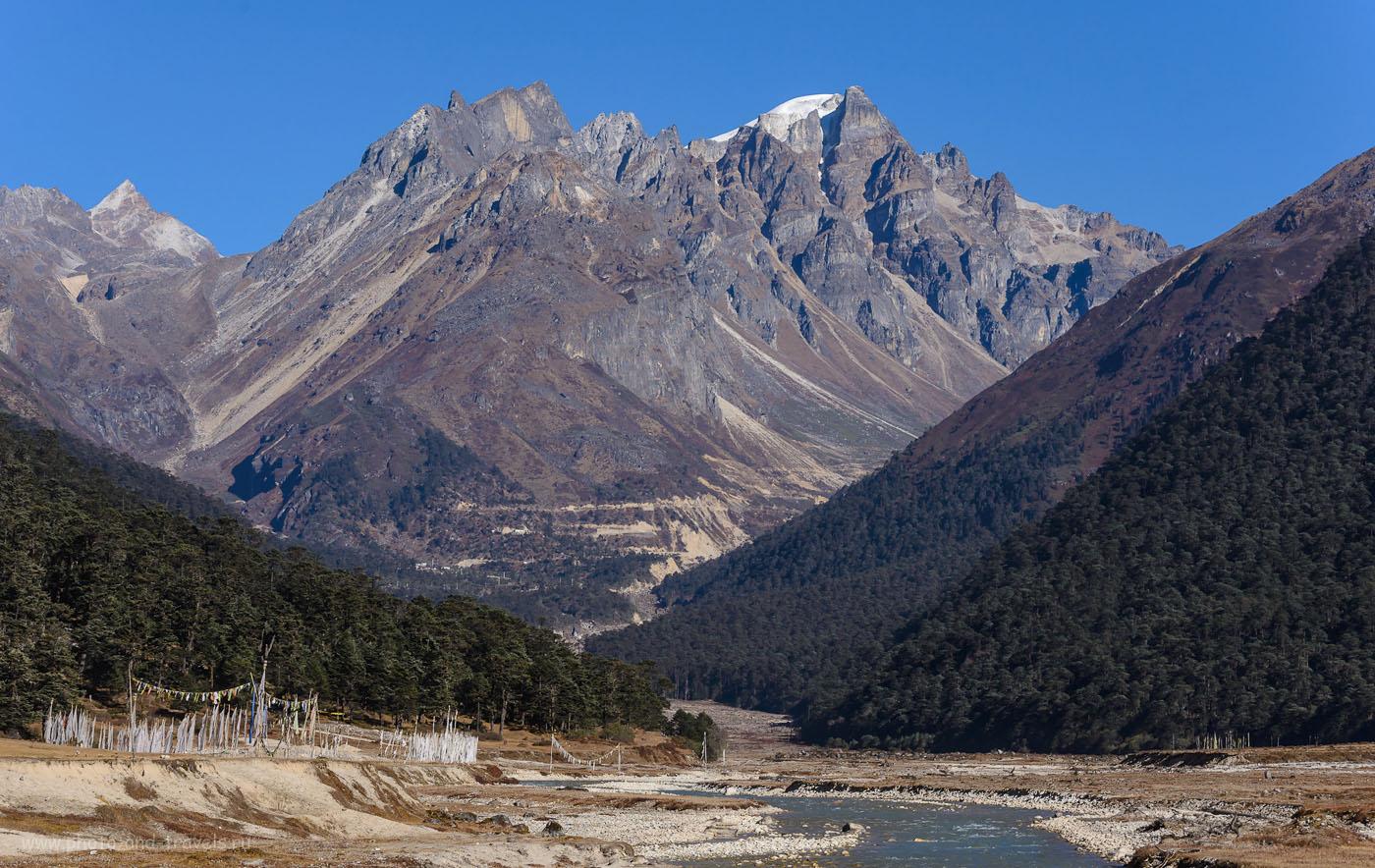 26. Вот они – Гималаи! Отчет о путешествии по северо-востоку Индии. Поездка по штату Сикким. Телеобъектив Nikon 70-300. Параметры съемки: 8.0, 1/500, 160, -0.3EV, 92.