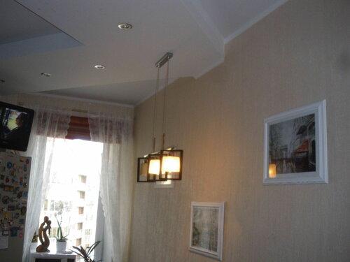 Фото 4. Сгорела одна из трёх ламп подвеса. Вероятно, перегорание лампы вывело диммер из строя.