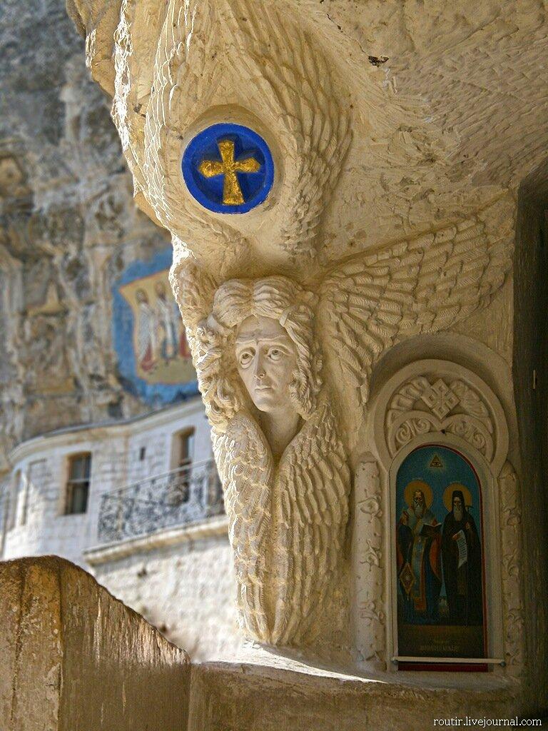 Успенский монастырь. Шестикрылый Серафим.