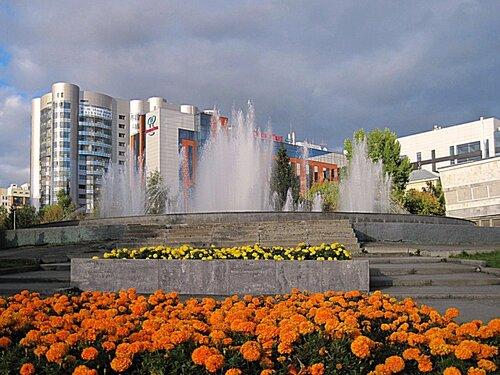 Городской пейзаж с фонтаном