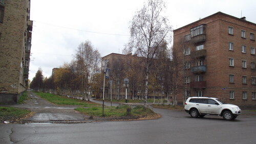 Фото города Инта №1657  Перекрёсток улиц Мира и Чернова (Чернова 7, 4 и Мира 19) 18.09.2012_12:36
