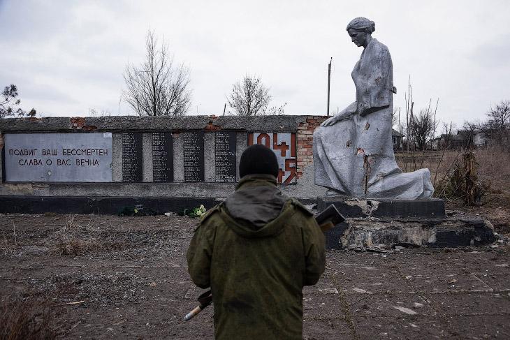 1. Украинские солдаты на учениях в Житомир, Украина. (Фото Efrem Lukatsky   AP):