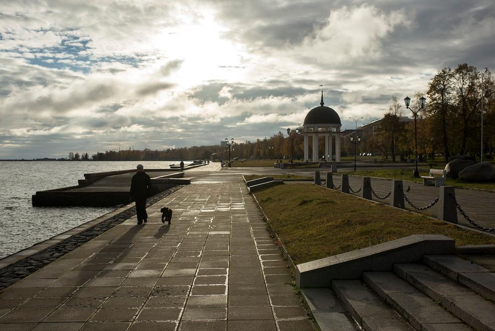 Нас очень заинтриговал его проект — установить силовые тренажеры на набережной в Петрозаводске. Не с