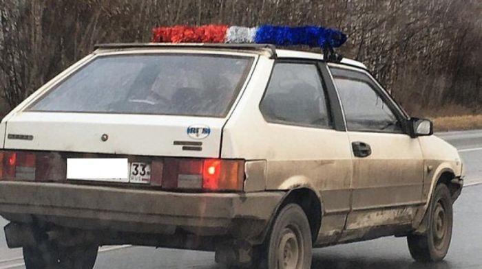 Водитель из Владимира пугает автомобилистов мигалкой из гирлянд