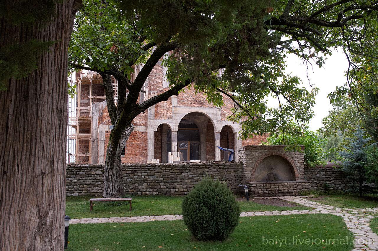 Новая церковь, строящаяся в Бодбе.