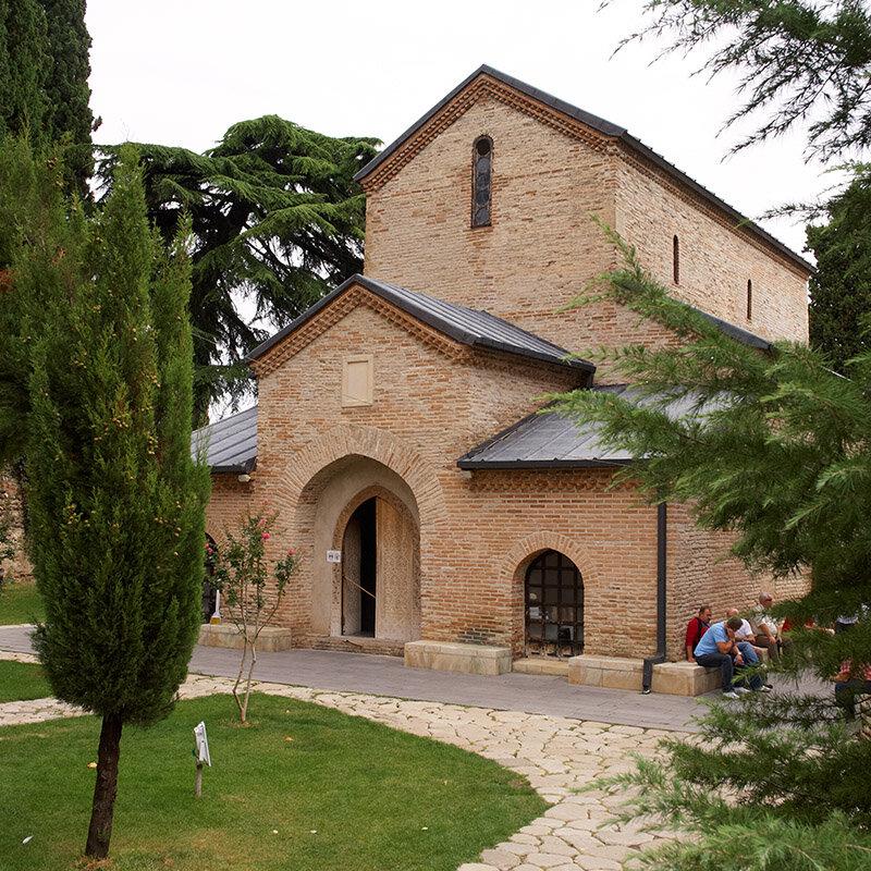 Бодбийский кафедральный собор во имя Георгия Победоносца и святой Нино (построен над её могилой). Фасад.