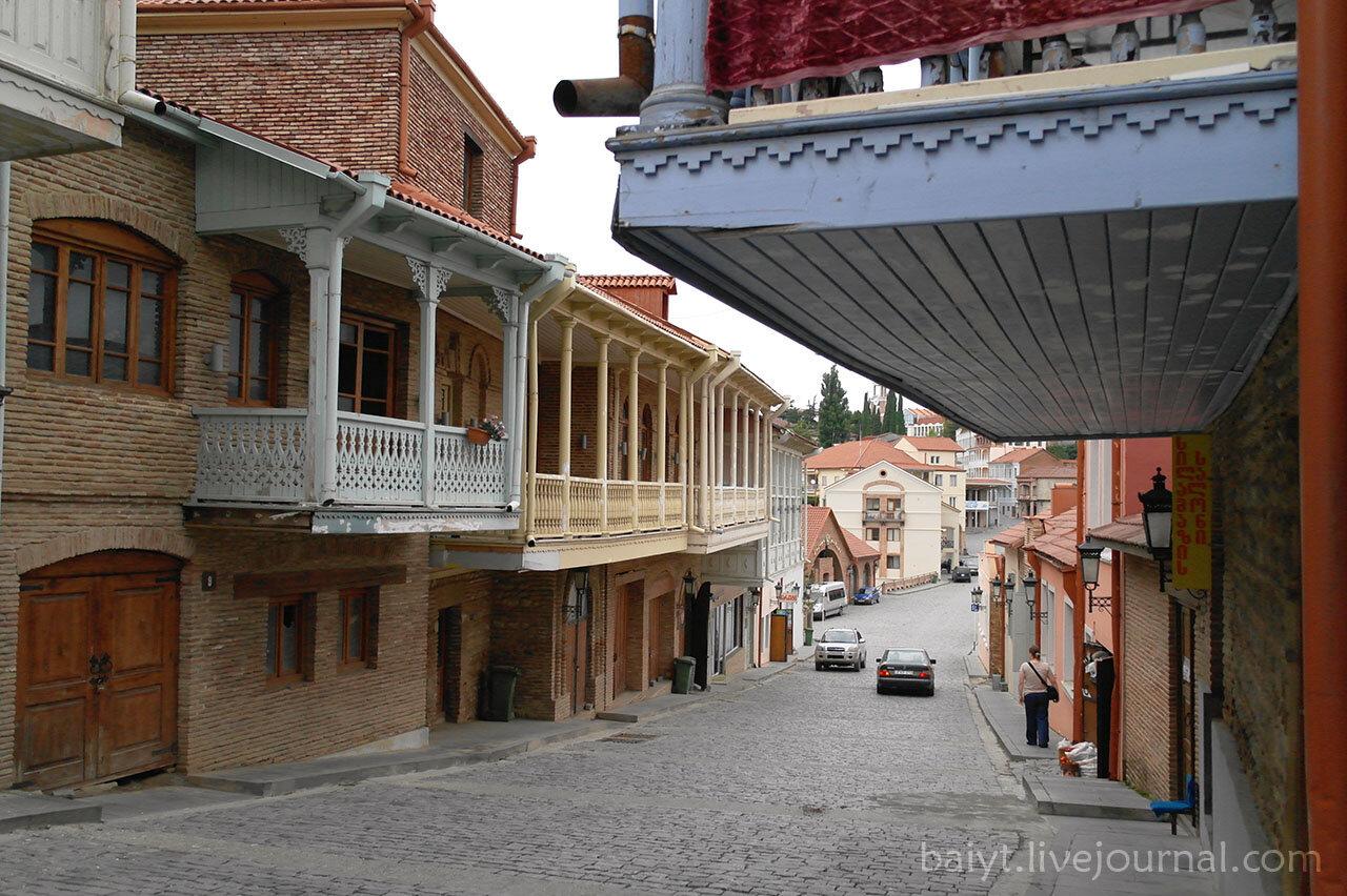 Сигнаги. Улица Бараташвили ведёт к центру городка.