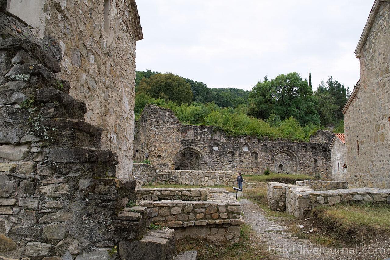 Монастырь Икалто. Вид на внутренний двор и руины академии.
