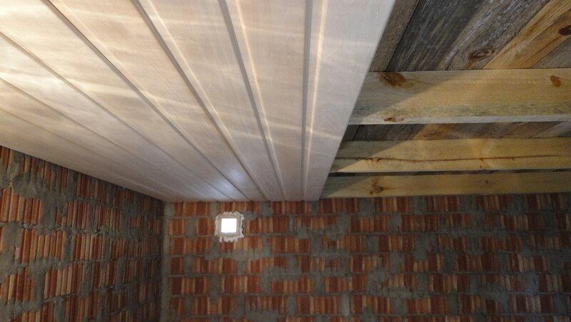 Потолок в предбаннике бани