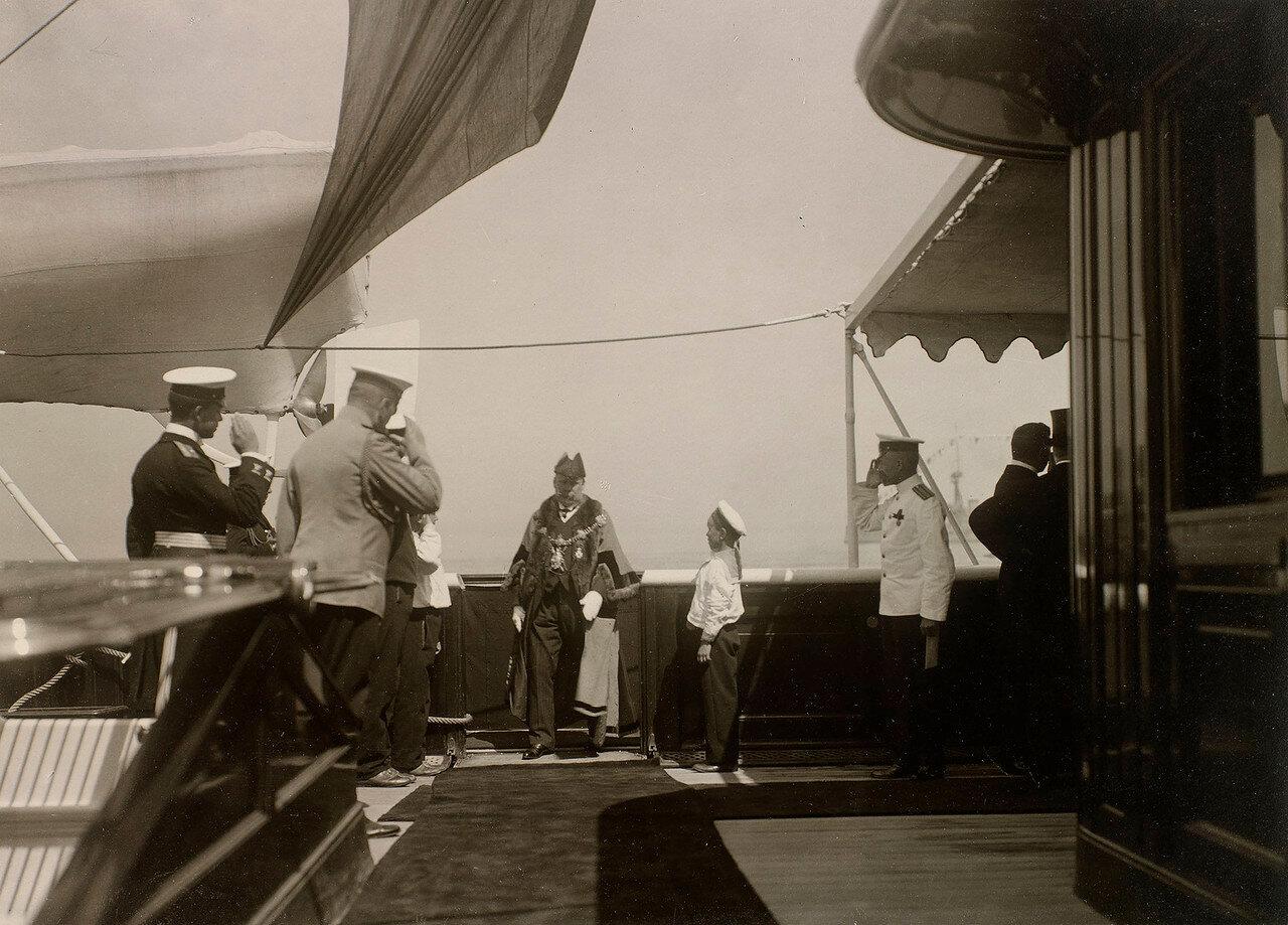 12. Прибытие гостей на борт Императорской яхты «Штандарт»