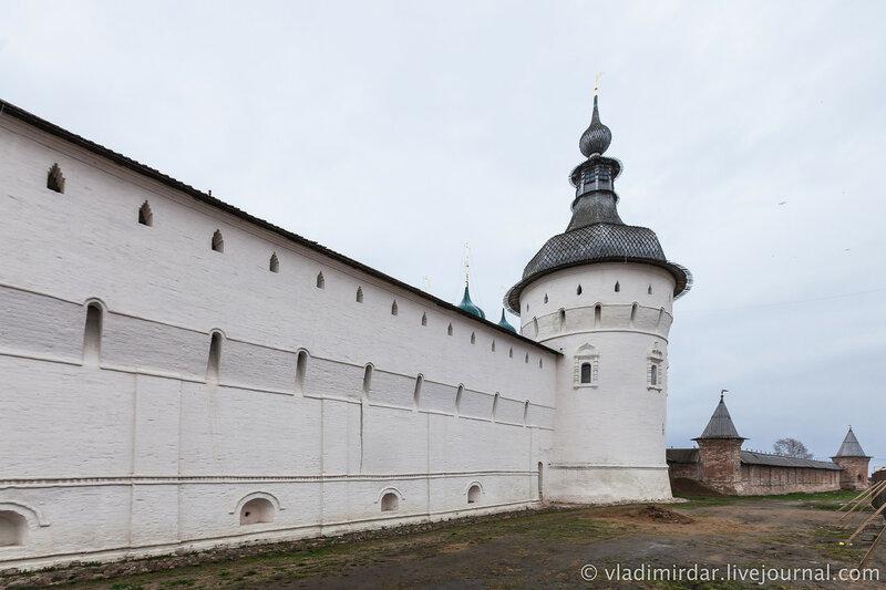 Западная стена Ростовского кремля