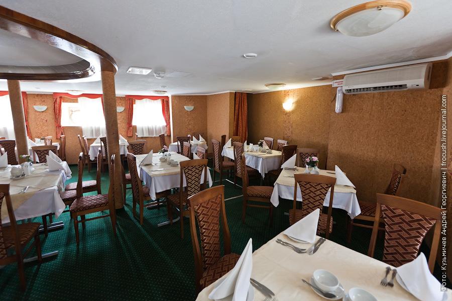 Ресторан на главной палубе фото теплоход Иван Кулибин