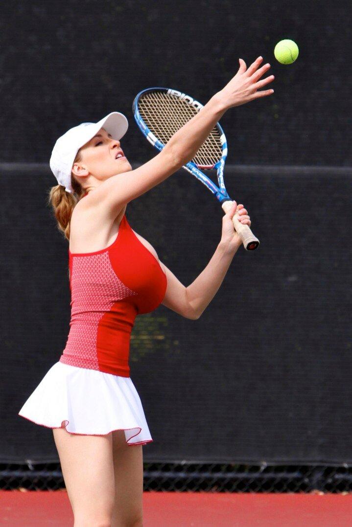 Раздели теннисистки с сиськами видео мамину подружку